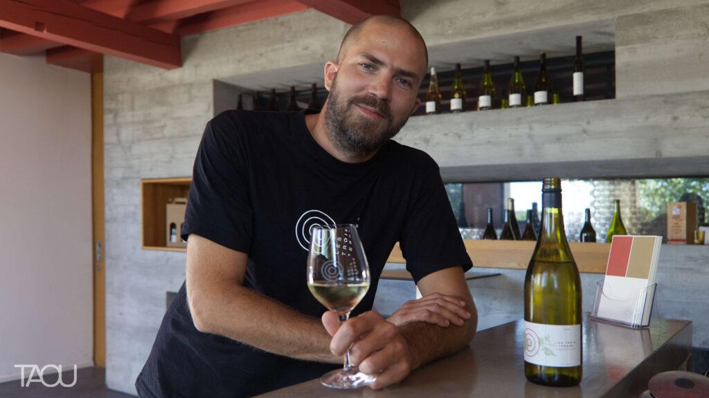 Les Trois Terres sont l'union de plusieurs patrimoines viticoles familiaux en Suisse romande.